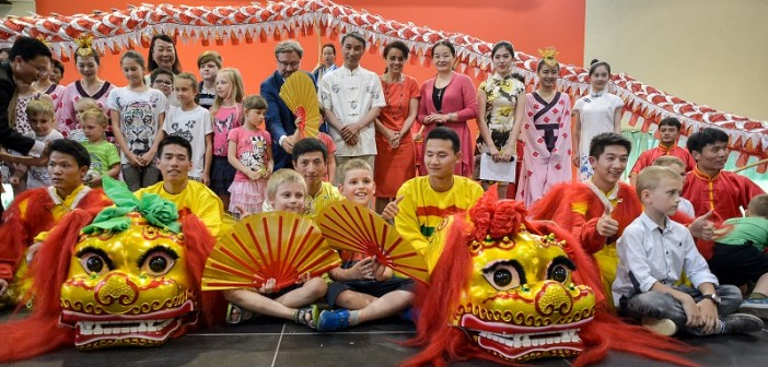"Występ grupy ""Dragon and Lion Dance Art Troupe""."
